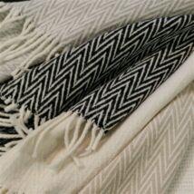 Zugspitze fehér bézs cikk-cakk mintás nyári pléd