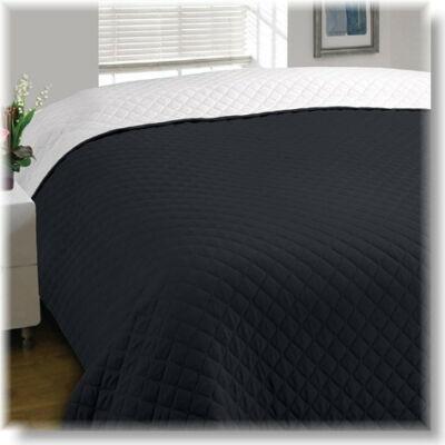 Fekete-fehér kétoldalas steppelt ágytakaró