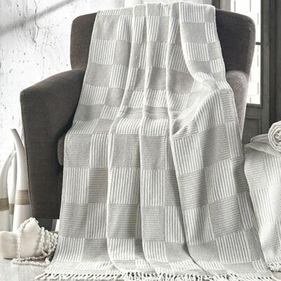 Szürke  kockás elegáns  takaró