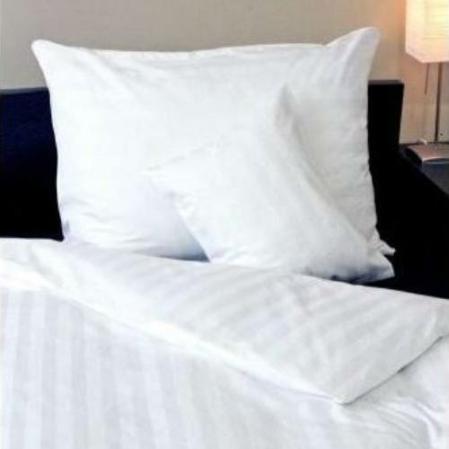 Fehér  csíkos damaszt ágyneműhuzat, önmagában széles csíkos