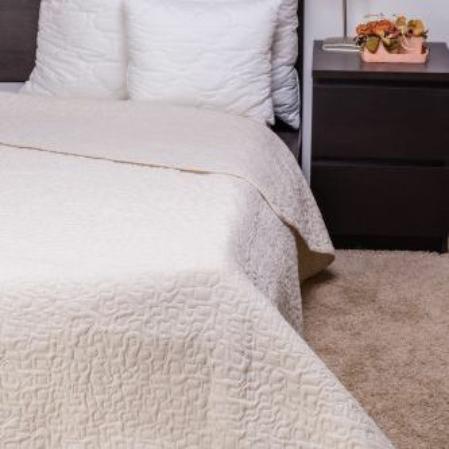 Steppelt törtfehér  ágytakaró
