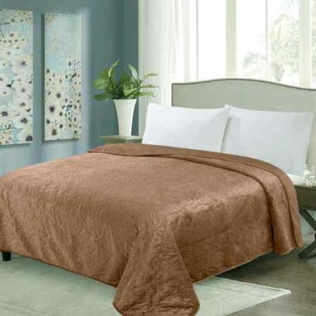 Világos barna steppelt virágos ágytakaró