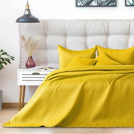 Sárga steppelt ágytakaró
