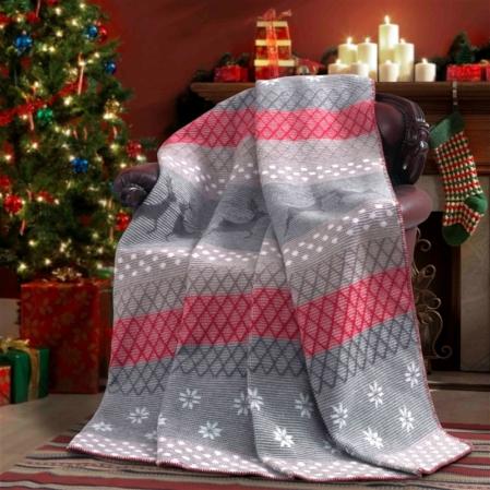 Barna-piros rénszarvasos karácsonyi pléd